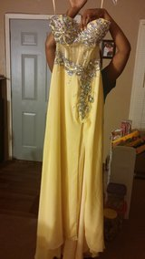 Dance Dresses (Prom, HC, WB) in Kankakee, Illinois