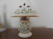 Lenox Holiday Holly candle lamp in Macon, Georgia