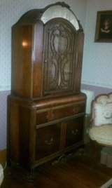 ANTIQUE ART DECO CHINA CABINET - VERY NICE!! in Bartlett, Illinois