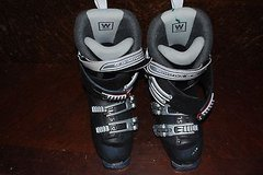 Woman's Salomon Sensifit Black Snow Boots Size 7 1/2 dc 46 in Huntington Beach, California