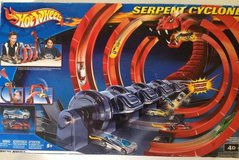 3 HOT WHEELS SETS: Serpent Cyclone Motorized Racetrack; Turbo Jet City; Cyborg City in Lackland AFB, Texas