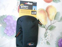 New Lowepro Tahoe 10  Digital Cameral Pouch (Black)  MINT in Houston, Texas
