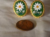 VTG Beautiful Gold Tone Smithsonian Mosaic Flower Clip Earrings in Vista, California