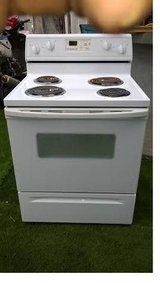"""Whirlpool Electric Stove. 30"""" Wide Very Clean .Like New!Works Great! in San Diego, California"""
