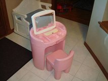 Rare Vintage Little Tikes Girl's PINK VANITY SALON w/ Chair Mirror in Brookfield, Wisconsin
