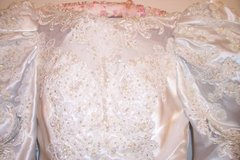 WHITE WEDDING DRESS SIZE 6 - USED in Algonquin, Illinois