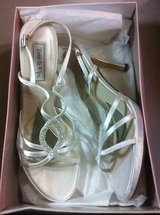 NEW touch ups logan dyeable sandal  white 10 m in Kingwood, Texas