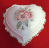 "heritage house ""love me tender"" heart trinket music box collector edition in Morris, Illinois"