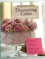 Cake decorating book  BEST OFFER in Cherry Point, North Carolina
