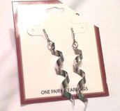 "nwt silver tone twisted twisty corkscrew swirls drop dangle hook earrings 2"" in Kingwood, Texas"