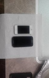 iphone 4s white .. galaxy s4 black in Lumberton, North Carolina