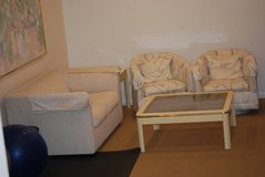 LOVE SEAT 2 SWIVEL CHAIRS END & COFFEE TABLE & XL PAINTING AUTOGRAPHED in Aurora, Illinois