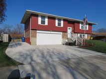 Fireplace, swimming pool & updates! Johannsen Ave in Wright-Patterson AFB, Ohio