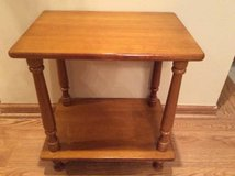 STURDY END TABLE in DeKalb, Illinois