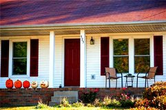 RENT TO OWN ONLY! 3 BED/ 2 BATHS! NEW PAINT AND NEW TILE! HUGE YARD! in Fort Campbell, Kentucky