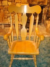 solid wood maple rocking chair - excellent condition in Naperville, Illinois