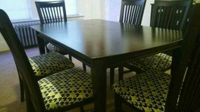 Gorgeous Dining Set w/ 6 Chairs in Fort Lewis, Washington