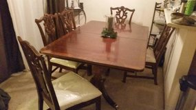 Traditional Dining Room Table - Seats 6 in Fort Lewis, Washington
