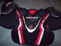 bauer vapor x:40 shoulder pads junior size m in Orland Park, Illinois