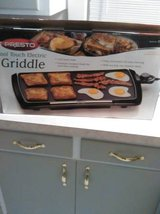 REDUCED! Presto cool touch griddle in Fort Lewis, Washington