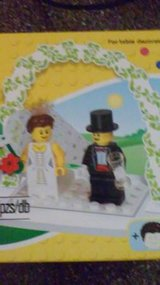 LEGO BRIDE & GROOM WEDDING CAKE TOPPER 853340 NEW in Bolingbrook, Illinois