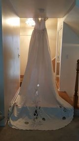 Scaasi EVA Haynal Forsyth Couture Wedding Dress Gown size 12 with 9 ft long train in Bartlett, Illinois