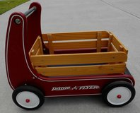 Pre-Owned Radio Flyer Classic Walker Wagon in Very Good Condition in Beaufort, South Carolina