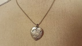 """nwt limited too silver tone 18"""" heart love statement necklace pendant chain in Houston, Texas"""
