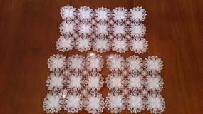 Doiley / Doilies - set of 3 -Great condition in Orland Park, Illinois