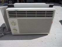 goldstar window a/c r5208  5290 btu, 115 volts 5.0 amperes 60378 in Huntington Beach, California