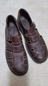 Clarks Shoes - Size 9 in Joliet, Illinois