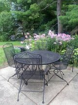 Patio Table 4 Chairs in Batavia, Illinois