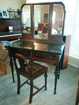 Antique Tiger Mahogany Victorian vanity with matching chair in Houston, Texas