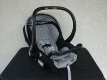 Combi Shuttle Car Seat with Extra Base in Fort Carson, Colorado