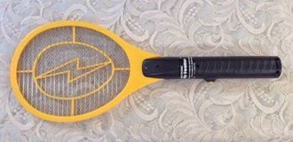 Hand Held Tennis Racket Bug Zapper 1500 volts 2 D Batteries Included in Olympia, Washington