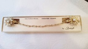 Vintage Brookcraft Cultured Pearl Sweater Guard in Original Box in Naperville, Illinois