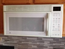 GE Spacemaker® XL1800 Microwave Oven in Algonquin, Illinois