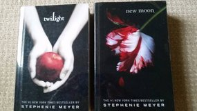 Twilight and New Moon - Paperback w/ hard plastic covers in Glendale Heights, Illinois