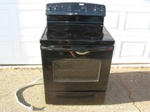 GE Electric Smooth Top Range / 5.3cu.ft Oven New in Vista, California