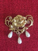 Signed Avon Costume Jewelry Brooch Pin in New Lenox, Illinois
