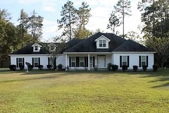 3 Bedroom/3 Bath on 2.5 Acres in Hahira in Valdosta, Georgia
