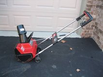 TORO 1800 Model 38025 Electric Snow Thrower in Bolingbrook, Illinois