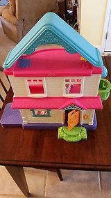 2005 Fisher-Price My First Dollhouse Dolls Mom Dad Baby Furniture in Macon, Georgia