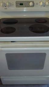 Kenmore Glass top stove in Fort Rucker, Alabama