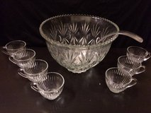 Glass punch bowl set with 7 cups in Chicago, Illinois