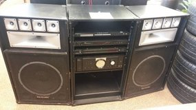 2500 WATT STEREO FOR SALE in Schofield Barracks, Hawaii