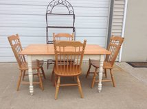 Kitchen table & 4 chairs excellent condition in Lockport, Illinois