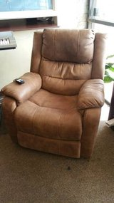 YANDEL SADDLE POWER RECLINER in Honolulu, Hawaii