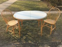 Kitchen table without chairs in Glendale Heights, Illinois