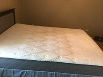 Queen size mattress in Glendale Heights, Illinois